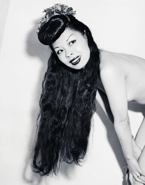 Burlesque dancer Noel Toy c. 1945