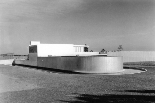 Von Sternberg House, Northridge, California, 1936 — Richard Neutra