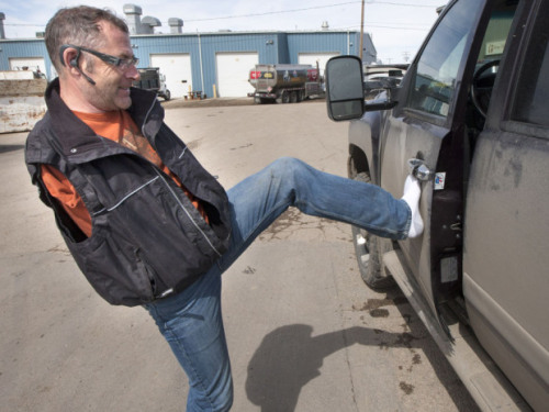 "nationalpost:  Armless driver seeks apology, vows to fight ticket for not wearing a seatbeltA Saskatoon man is demanding an apology and refusing to pay a $175 ticket for not wearing a seatbelt, because he has no arms and can't fasten one unassisted.Steven Simonar, who drives using a specialized wheel and stirrup, was pulled over in a routine police spot check last Friday. The RCMP officer noticed he was not wearing his seatbelt, so Mr. Simonar explained he can't fasten it when driving alone. He said the officer was prepared to let him go, but a Saskatoon Police Service sergeant overseeing the operation instructed him to issue a ticket.""He became very ignorant, and said, 'Well if he can't put his seatbelt on maybe he shouldn't be driving.' That's what really made me mad.""(Richard Marjan / Star Phoenix)"