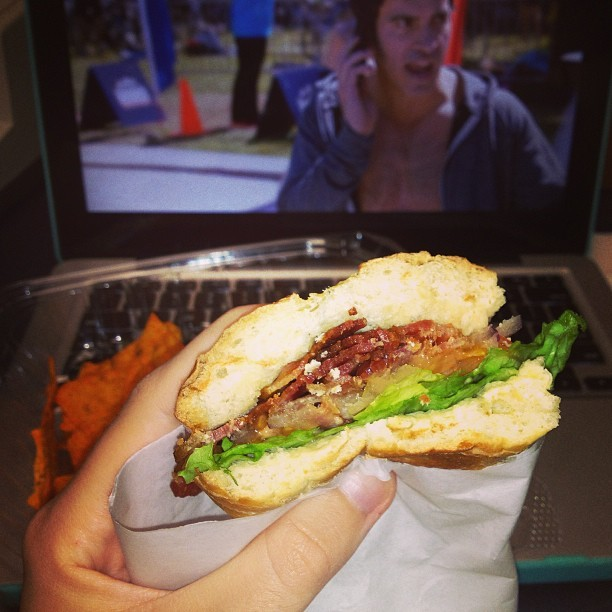 Earlier today I enjoyed a fab BLT & some mindy project while on lunch 👌