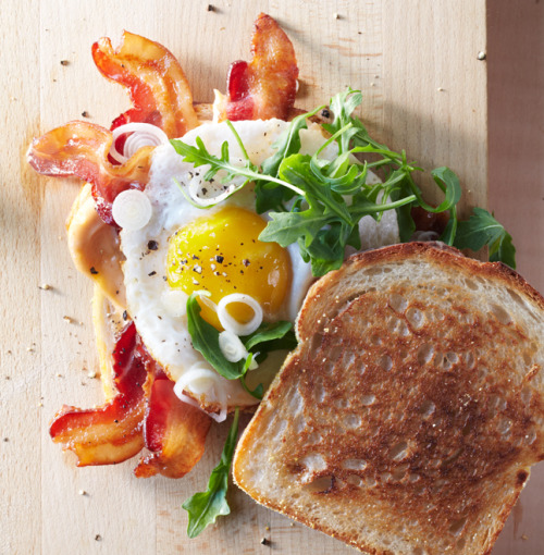 gastrogoodies:  Bacon & Egg Sandwich with Pickled Spring Onions