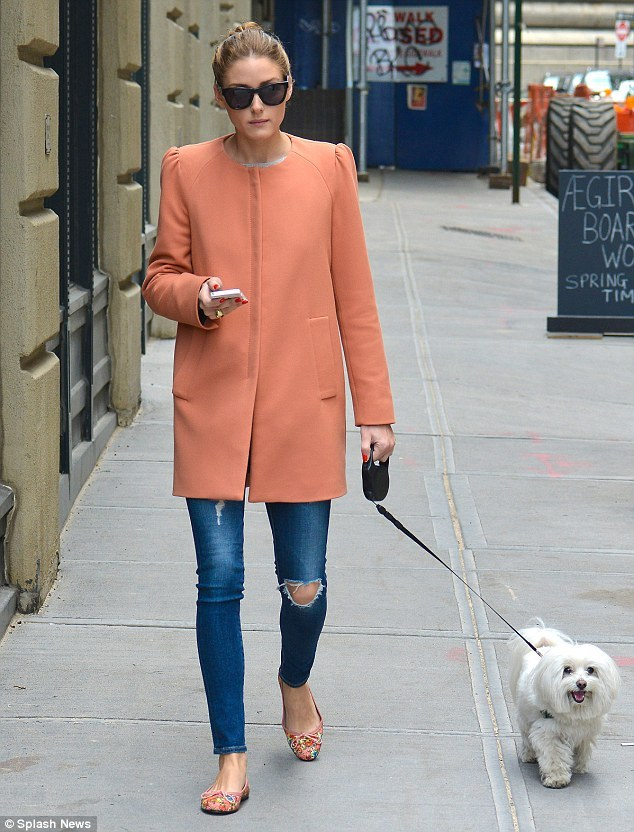 I wish I could look this chic when walking the dog!