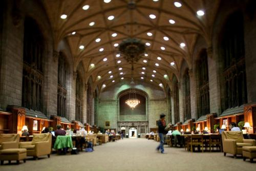 uchicagoadmissions:  One of the best things about studying at night (including pizza study breaks at Bart Mart and long naps) is the warmth of Harper.