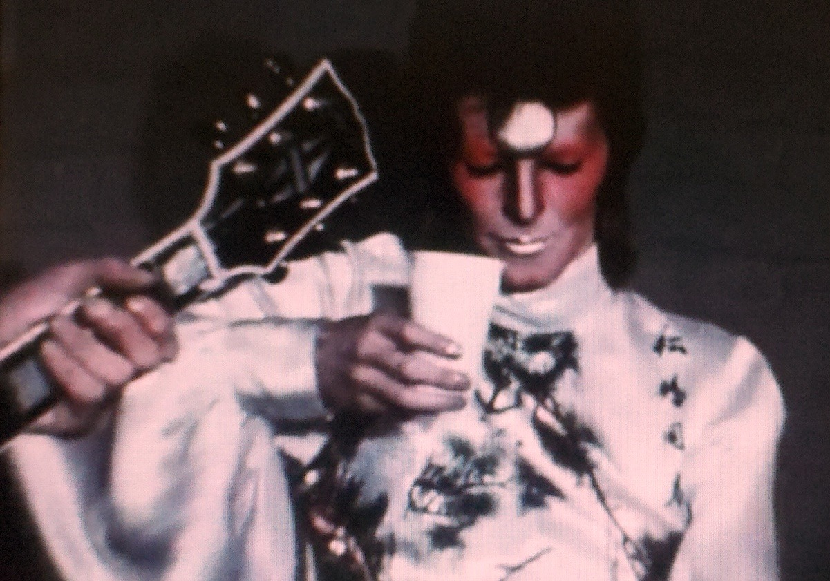 davidbowiestills:  tea time with ziggy~