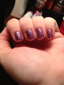 Great manicure tips. :) (via Becky's Beautiful Mess: Glittery Polish Manicure)