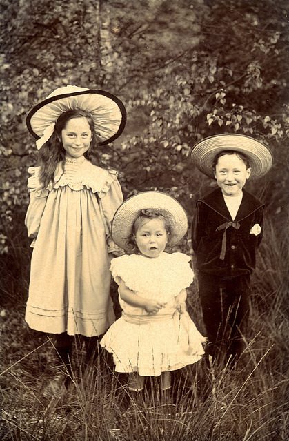 my-little-time-machine:  Smiling Edwardian children in hats by lovedaylemon on Flickr.
