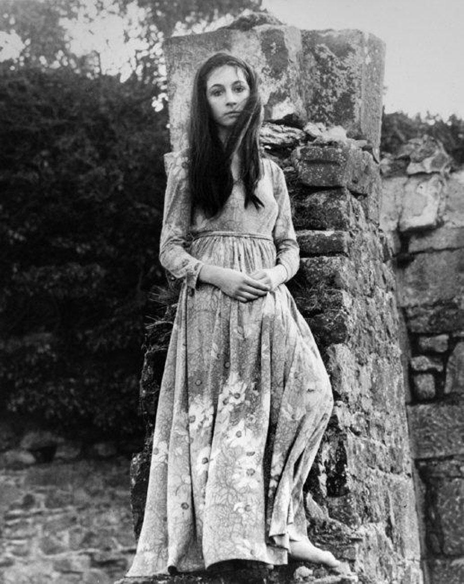 caramelpussy:  Anjelica Huston at age 16, in Ireland, 1968 Photography: Eve Arnold