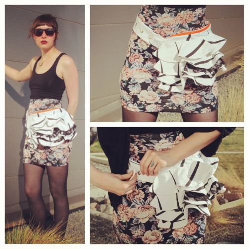 #BustlePacks ~~ Bon models a springtime fave: a black and white bustle pack