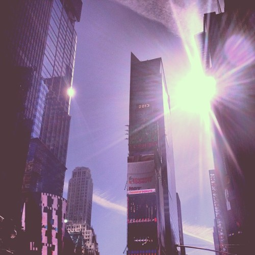 The sun dances between clouds - or #chemtrails - in @TimesSquare. #NY  (at Times Square)