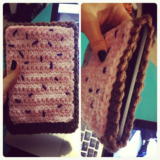 iinducedeuphoria:  #poptart #kindle sleeve. #crochet  Now that is a great Kindle case.