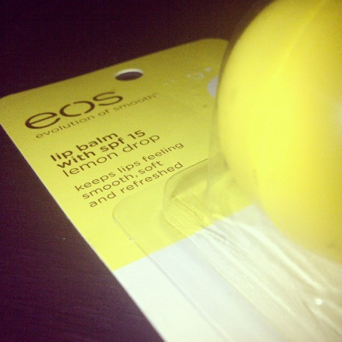 Thanks Kuya @badroilan for this eos evolution of smooth lip balm in Lemon Drop! Been looking for this for a long time now. #eos #lipbalm #spf15 #lemondrop #yellow #egg #chappedlips #smoothlips