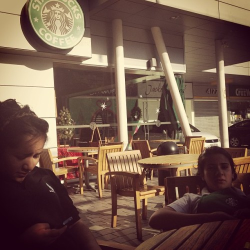 Cerrando la tiendaa (at Starbucks)