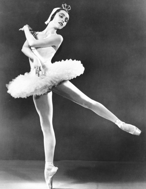 theuprooted:  Remembering the legendary Native American dancer Maria Tallchief who passed away at 88 last Thursday, April 11.