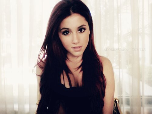 honeymoonarianagrande:  She's beautiful!