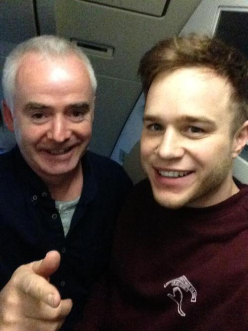 eternallybliss:  Guys this isn't even a joke, my Dad just sat beside Olly Murs for a 12 hour flight and he took selfies with him  I can't breathe