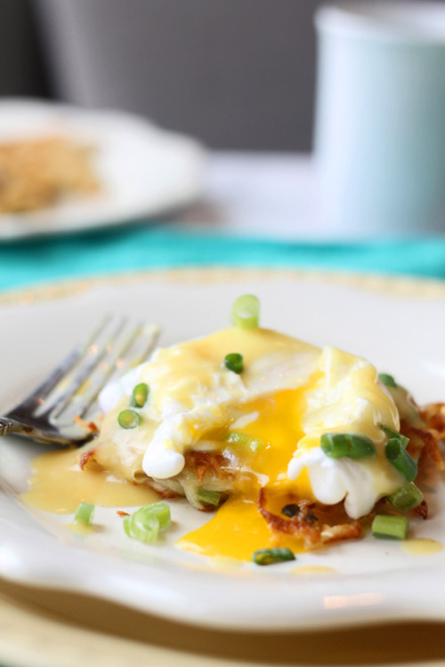 gastrogirl:  green onion latkes with poached eggs and hollandaise.  giit in mah belleh.