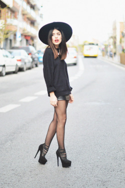 what-do-i-wear:  Jump: Vintage / Skirt: Vintage / Hat: Zara / Shoes: River Island / Necklace: Forever21 (image: dulceida)