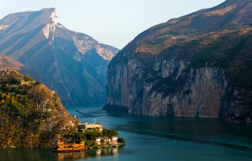 livasperiklis:  Yangtze's age revealed  The Yangtze River formed by at least 23 million years ago but not before 36.5 million years ago, a…  View Post