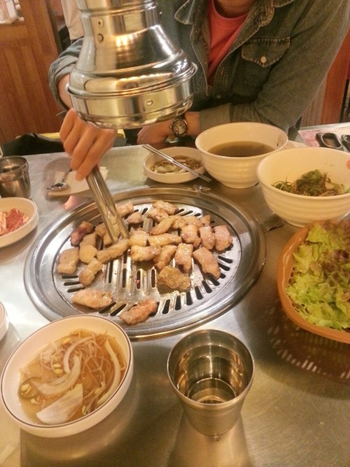 milkisseu:  i hope y'all had a nice dinner but mine was probably better 8-)  I have a love-hate relationship 삼겹살. Always so much fat. haha This doesn't happen in Canada. But since I started going to bbq, I find myself at one at least once a week now. Hooray for getting fat in Korea!!