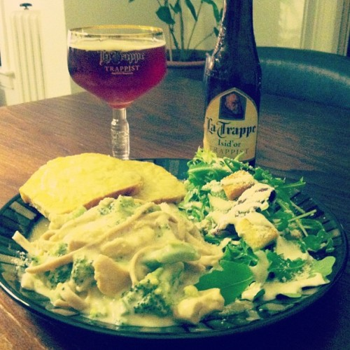 #chicken and #broccoli #feta #LaTrappe #isid #trappist #ale #craftbeer  (at Stoeffler's Palace of Love, Plaza Branch)