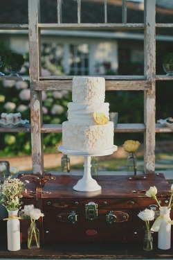 Cut-out Laces style wedding cake