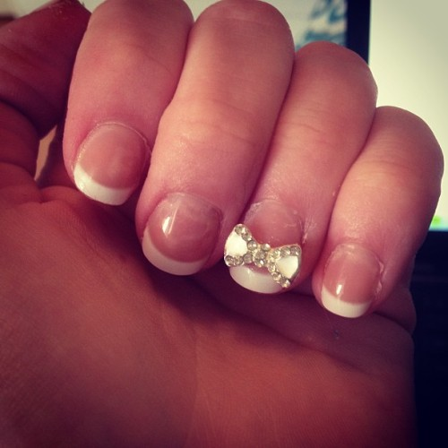 Pretty! #bow #nails #frenchtip