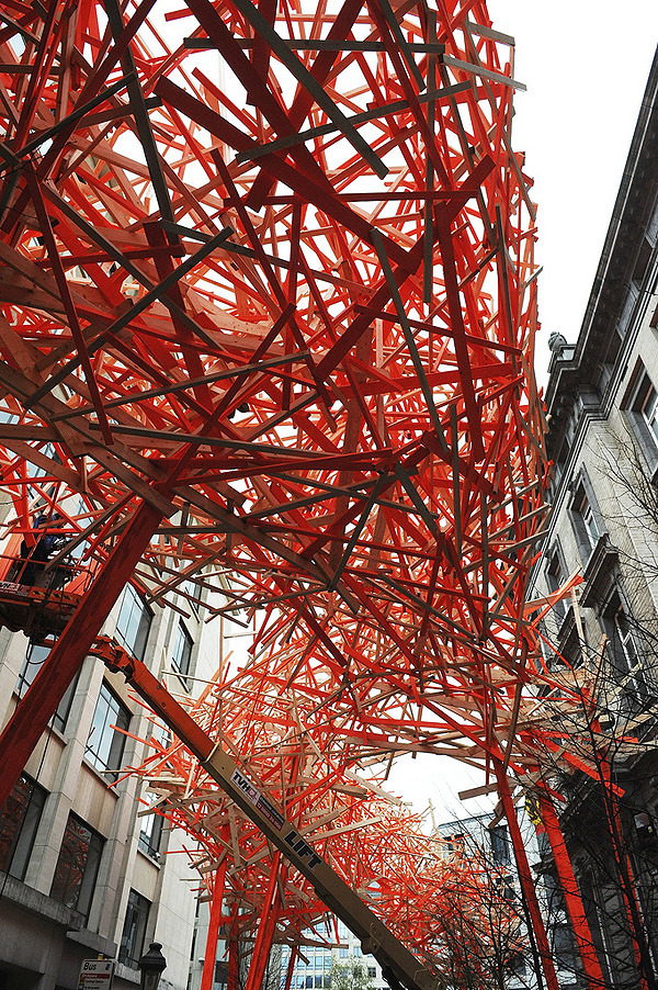 anitaleocadia:  The Sequence - Urban Sculpture by Arne Quinze in Brussels (Via HomeDSGN and Afflante). On Tumblr.