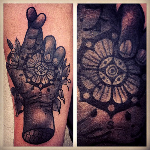 thievinggenius:  Tattoo done by Aaron Ashworth.