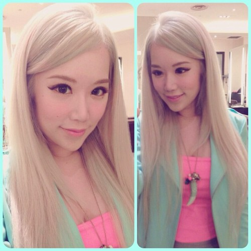 xiaxue:  Loving my ashy blonde hair! It's a pearl grayish colour, I feel like Storm from X-men! Thank you so much Next Hair Salon, you guys never fail to give me gorgeous hair! 6509 0220 is their number in case you want to demand the same colour 😄 (at Next Hair Salon, Ion Orchard)