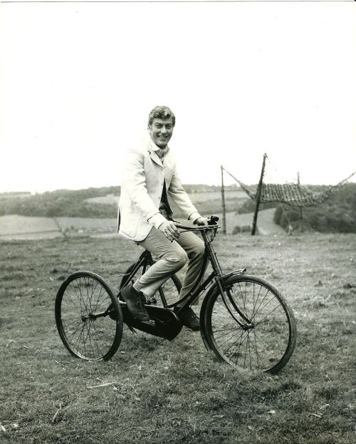 ridesabike:  Dick Van Dyke rides a trike.  handsome guy.