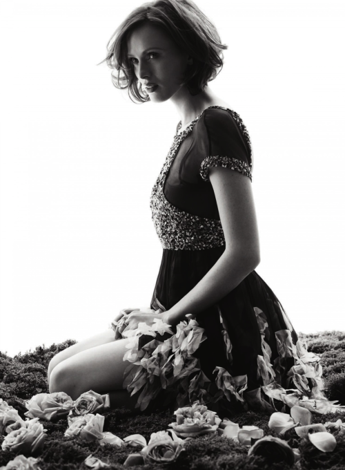 bohemea:  Karen Elson: La vie En Rose - Bazaar UK by Alexi Lubomirski, May 2013