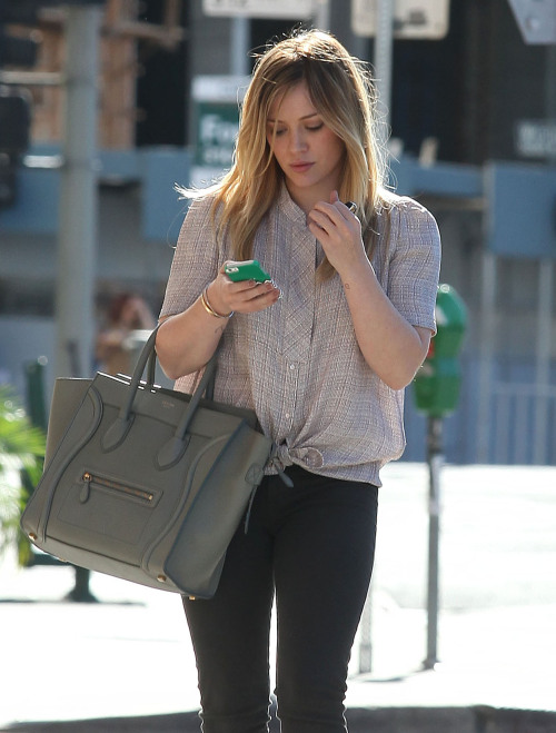 burberryboy:  somecelebrities:  Hilary Duff  flawlesssss goddess
