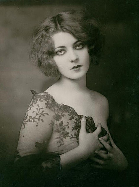 mothgirlwings:  Ziegfeld girl Marion Benda - c. 1920s