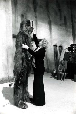 "arcaneimages:  Kay Freeborn combing Chewbacca. ""Star Wars"" 1977 — via William Forsche."