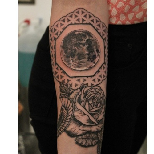 Added some more to Ella's sleeve #dotwork #dotworkers #pointillism #cosmictattoo #pinkydarling #blackwork #blackworkers #rose #moon #lunar #floweroflife  #sacredgeometry #geometrychaos