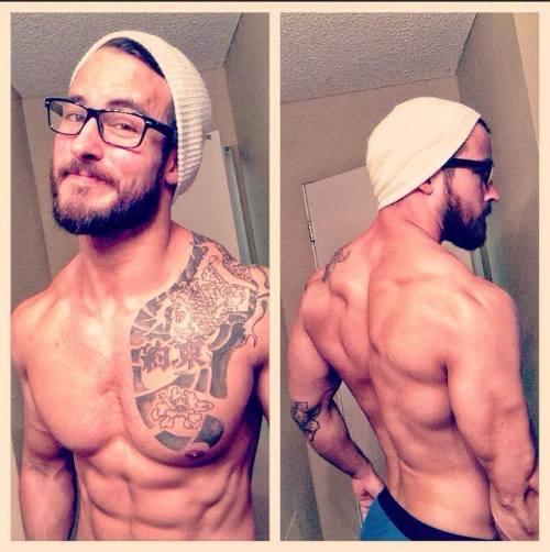 fitness-fits-me:  spiralsbodyshoppe:  Hmmff…  😍😍😍