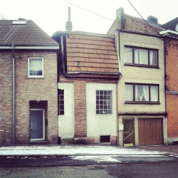 uglybelgianhouses:  Suddenly, I'm not half the house I used to be.