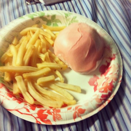 Asianized hamburger and chips