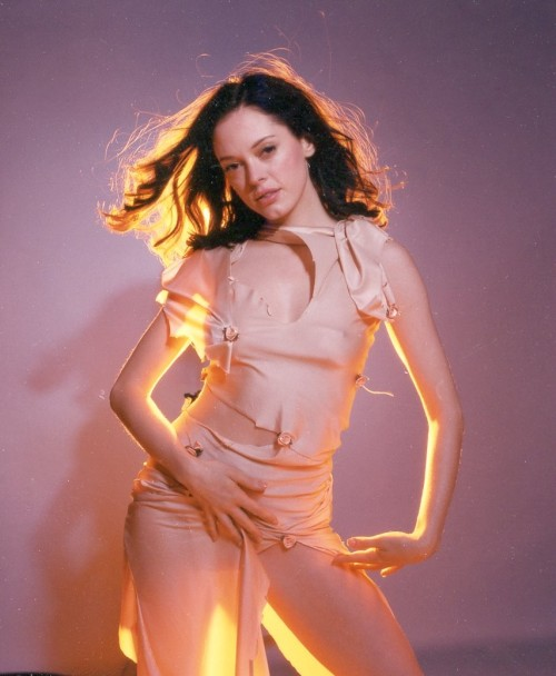 suicideblonde:  Rose McGowan in 2001