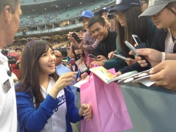 mlb:  Tiffany from Girls' Generation signs autographs before throwing out tonight's first pitch at @Dodgers game.  BOOOOOOOOOOOOOOOO