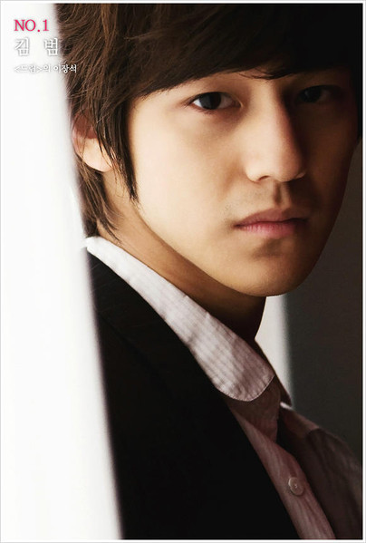 abovethekpop:  Cast: Kim Bum as So Yi Jung Soo Yi Jung is F4's Casanova. He is a skilled potter and his family owns the country's biggest art museum. He eventually changes his playboy ways when he realizes that he is in love with Chu Ga Eul (Kim So Eun).  WOOOOOOOOW