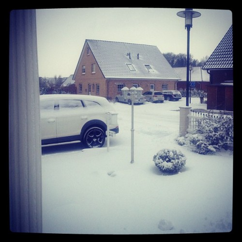 It doesn't stop snowing!! Sugoi sugoi!! :D #snow #winter #germany #hamburg #weather #white #wonderland #happy #lol #igers #ig #instagram #iphonesia #scenery # (at Hotel Ülkü)