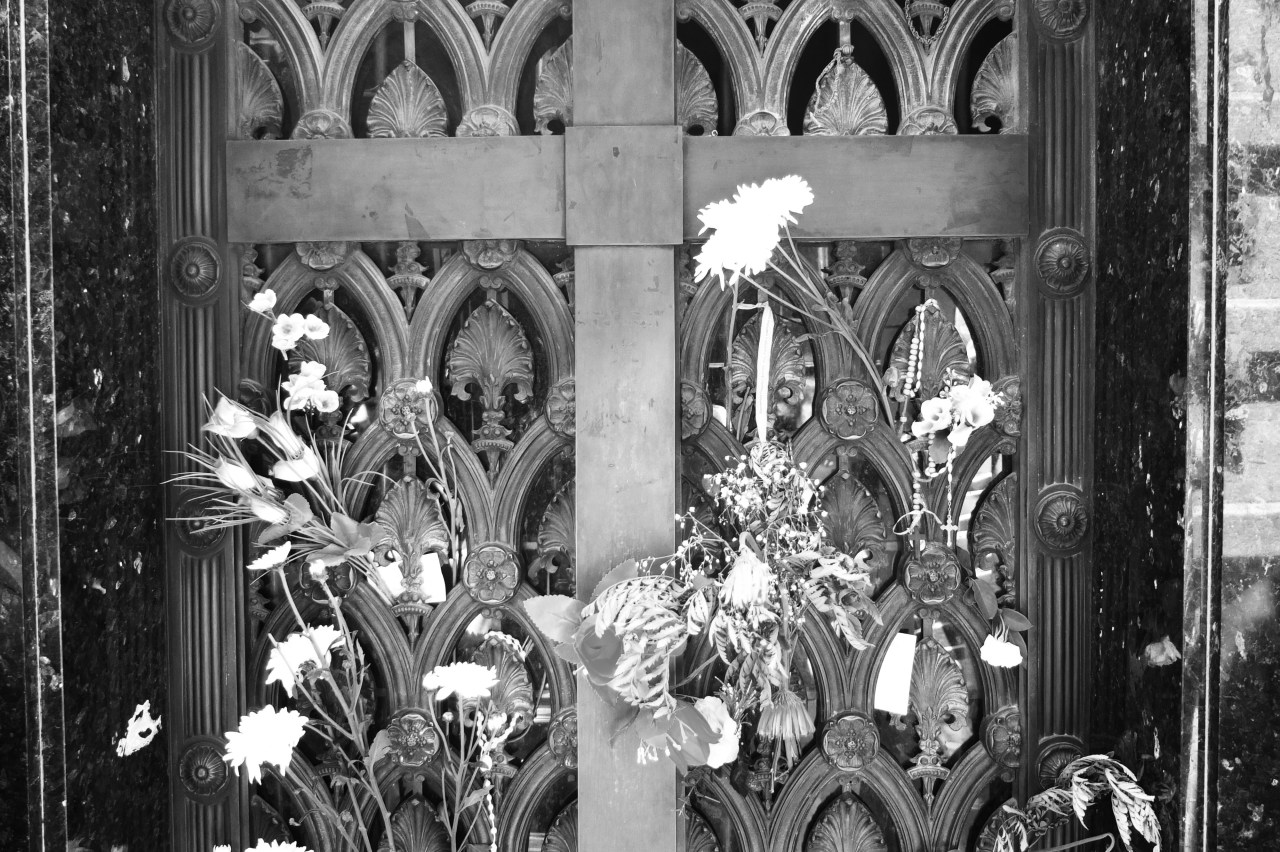 Flowers on the door of Eva Peron's vault in Recoleta cemetery, Buenos Aires   Photo Thomas Filippini