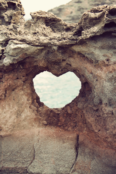 all-things-bright-and-beyootiful:  Heart near Nakahele Blowhole ~by Rachel Follett