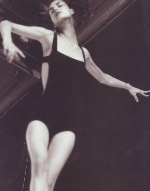 vahc:  Guinevere Van Seenus by Paolo Roversi, Vogue Italy June 1999