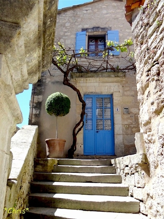 | ♕ |  L'escalier à Lacoste, Provence  | by © CHRIS230
