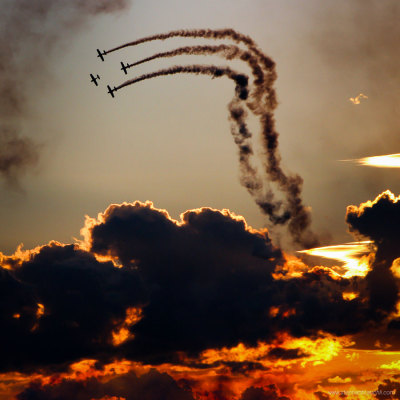 What a dramatic view of an air show
