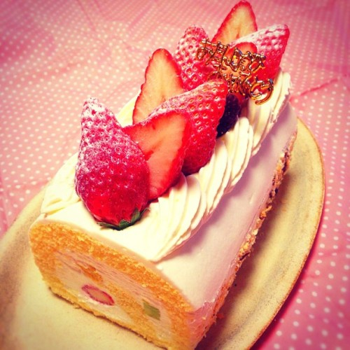 #fruit #rollcake #birthday #cake #strawberry #instafood #instagram #japan