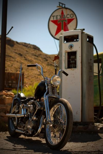 Old school American beauty. Love the old Texaco sign and abandoned gas pump.  (Photograph shot by a member of the chopcult forums wife, source link here.)