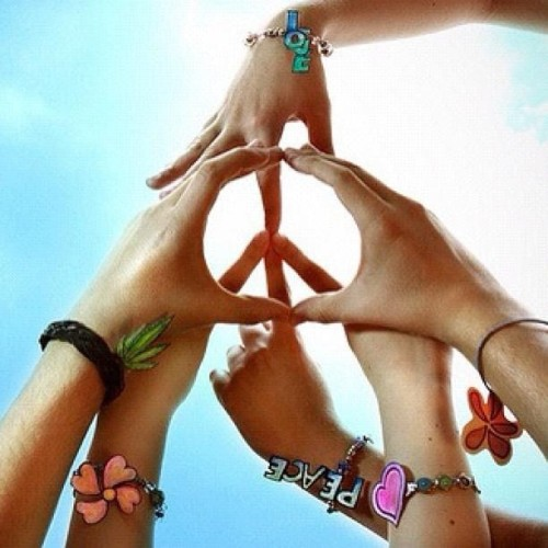 Day 1: peace #peace #love #photoadaymay #hands #photochallenge #fingers